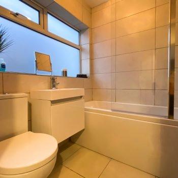 Alderley bath and shower